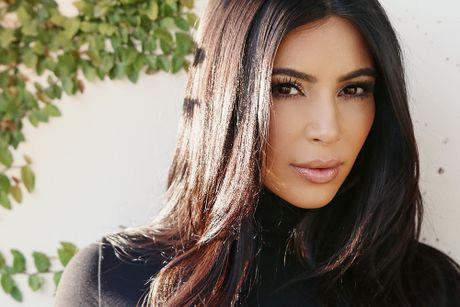 Kim Kardashian lang le den ung ho dem dien cua chong sau vu cuop - Anh 1