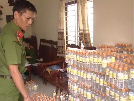 2.400 chai giam an lam bang nuoc la pha acid - Anh 1