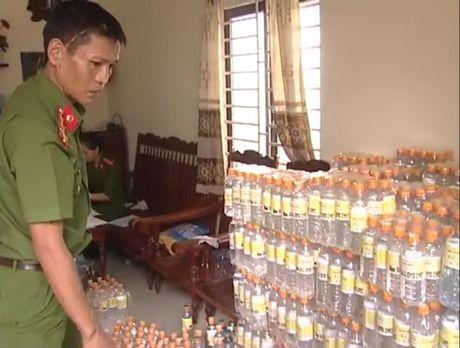 2.400 chai giam an lam bang nuoc la pha acid - Anh 2