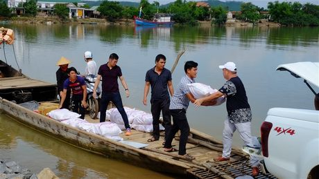 Nhac sy Minh Khang va nhung nguoi ban lam tu thien tai Quang Binh - Anh 1