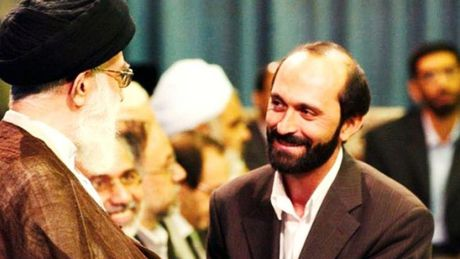 Nguoi ke kinh Quran o Iran bi to hiep dam thieu nien - Anh 1
