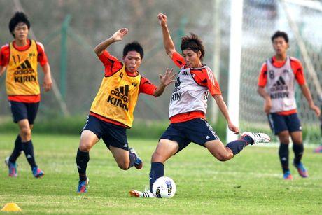 U19 Nhat doi lich tap de phong tuyen Viet Nam do tham - Anh 1