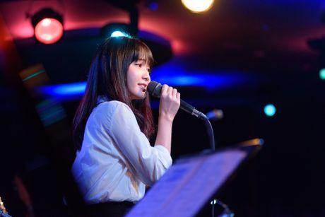 'Hot girl bolero' lan dau hat phong tra - Anh 2