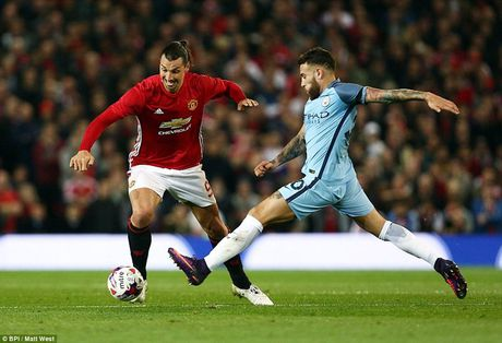 Mata toa sang, Mourinho doi no Pep Guardiola - Anh 2