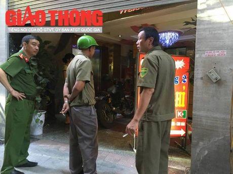 5 tieng sung no giua Ha Noi luc rang sang, 1 nguoi tu vong - Anh 2