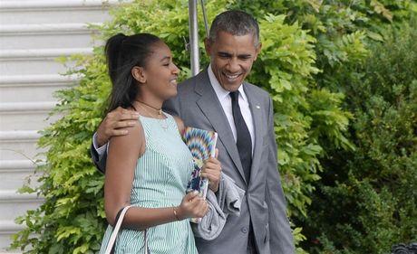 Ong Obama bi con gai 'dim hang' tren Snapchat - Anh 1