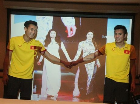 U19 Viet Nam lai duoc 'tiem doping' truoc dai chien - Anh 3