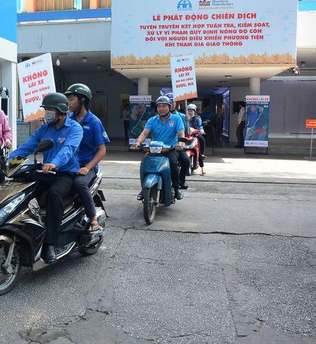 TP.HCM phat dong chien dich 'Khong lai xe sau khi uong ruou bia' - Anh 3