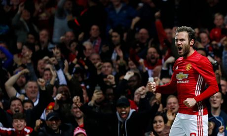 Mourinho noi gi sau khi Man United thang Man City 1-0 o Cup Lien doan? - Anh 1