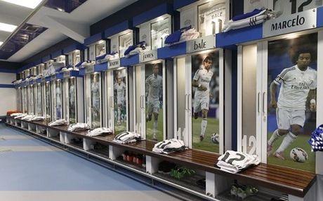 Noi bo Real Madrid 'day song' vi mot nhom cau thu chong lai Ronaldo - Anh 2