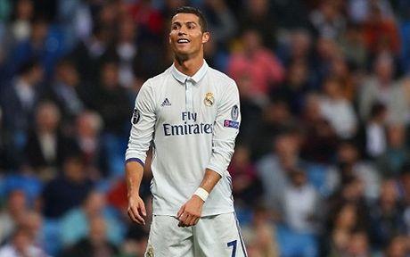 Noi bo Real Madrid 'day song' vi mot nhom cau thu chong lai Ronaldo - Anh 3