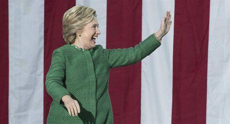Nam chac phan thang trong tay, Hillary Clinton tu tin chon noi an mung som - Anh 2