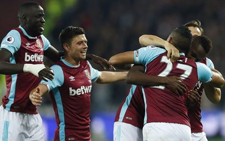 Clip West Ham 2-1 Chelsea: 'Bua ta' vao tu ket - Anh 1