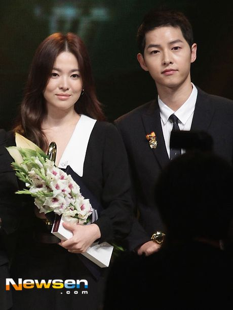 Song Joong Ki ga lang het co voi Song Hye Kyo tren truyen hinh - Anh 1