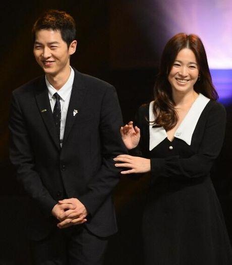 Song Joong Ki ga lang het co voi Song Hye Kyo tren truyen hinh - Anh 5