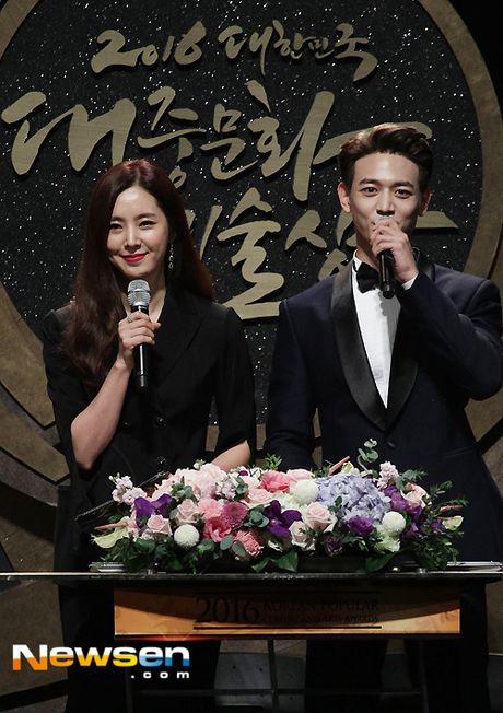 Song Joong Ki ga lang het co voi Song Hye Kyo tren truyen hinh - Anh 7