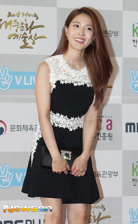 Song Joong Ki ga lang het co voi Song Hye Kyo tren truyen hinh - Anh 9