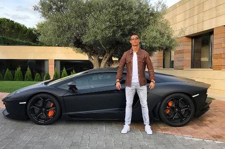 Anh che cuc hai Cristiano Ronaldo ben Lamborghini - Anh 10