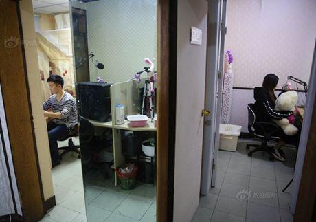 Chang trai kiem bon tien nho huan luyen 'hot girl ao' - Anh 5