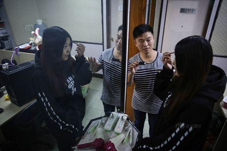 Chang trai kiem bon tien nho huan luyen 'hot girl ao' - Anh 6