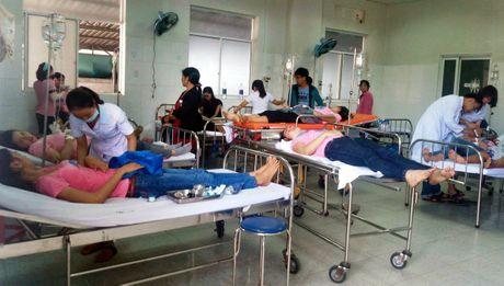 Quang Nam: Hang loat cong nhan det may bat ngo ngat xiu tai cong ty - Anh 1