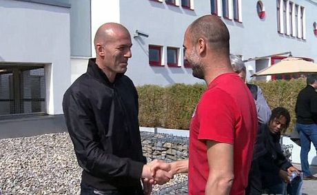 Real moi Pep Guardiola thay Benitez truoc khi bo nhiem Zidane - Anh 1