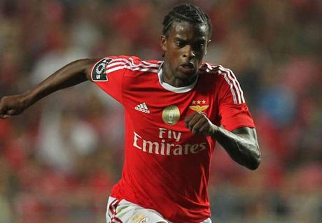 Man United chi dam cho 'cai ten la' cua Benfica - Anh 1