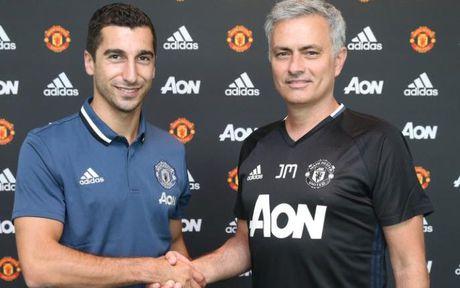 Diem tin toi 28/10: Mourinho van 'hoa thuan' voi Mkhitaryan, Chelsea vung tien tan cho Griezmann - Anh 1