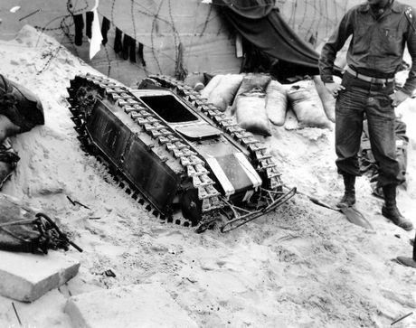 Phat hoang robot kamikaze cua Nga chuyen huy diet xe tang - Anh 12