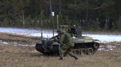 Phat hoang robot kamikaze cua Nga chuyen huy diet xe tang - Anh 8