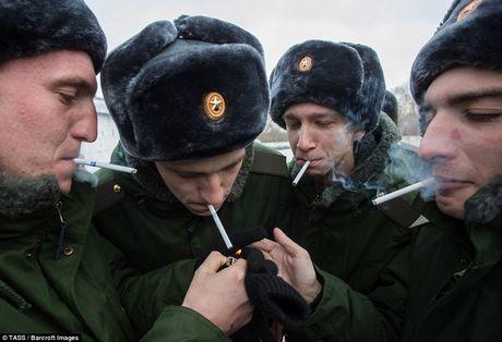 Chum anh thanh nien Nga len duong nhap ngu - Anh 17