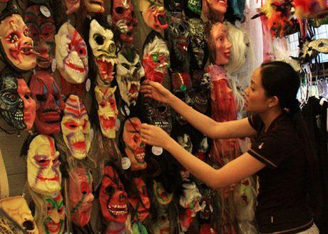Nhon nhao thi truong do choi Halloween - Anh 1