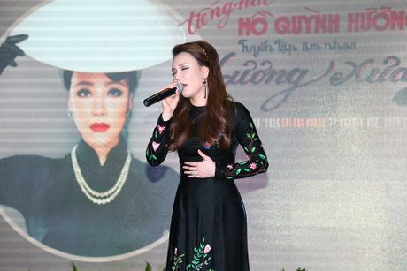 "Ho Quynh Huong bat ngo hat Bolero sau nhieu nam ""nghi huu"" - Anh 2"