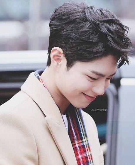 Song Joong Ki lay Kim Yoo Jung ra de dong vien Park Bo Gum - Anh 1