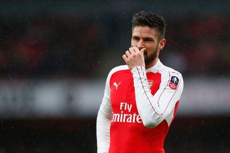 Giroud, Fabregas chay cham co hang o Premier League - Anh 1