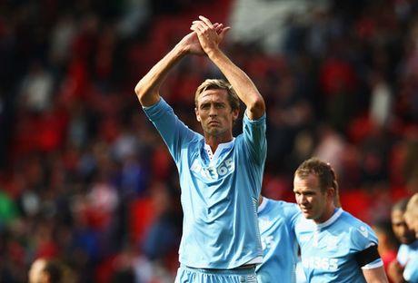 Giroud, Fabregas chay cham co hang o Premier League - Anh 3
