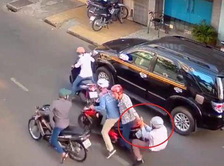 De nghi truy to bang dan canh, keo le nguoi giua pho - Anh 2