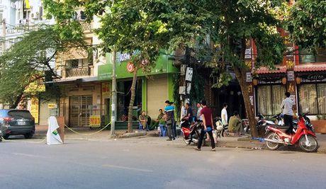 Vu no sung ban chet nguoi tai nha nghi o Ha Noi: Nan nhan bi 'va lay'? - Anh 1