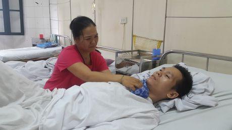 Khon kho 'gia dinh ngo ngan' lieu xieu vi bao benh - Anh 2