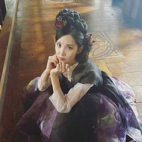 Sao Han 28/10: EXID bi tung anh 'dim hang', Dragon trong 'du' vi mat day rau - Anh 5