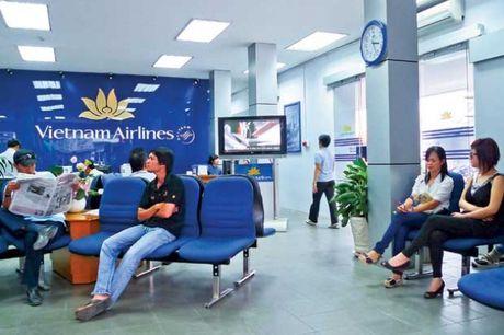 May bay VN Airlines vua cat canh, 34 hanh khach gap van de suc khoe - Anh 1