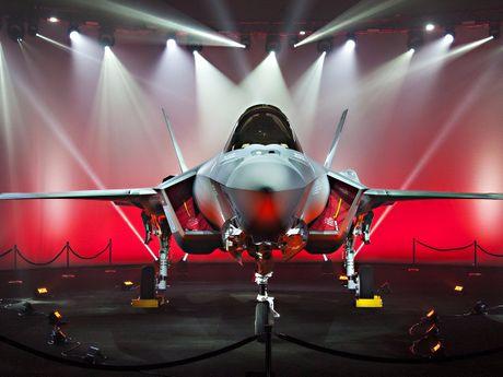 Nho phat trien F-35, loi nhuan hang san xuat vu khi My tang vot - Anh 1