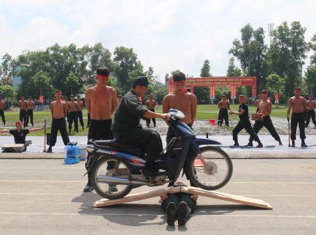 Trung doan CSCD Tay Nam Bo don nhan Huan chuong bao ve To quoc hang Ba - Anh 13