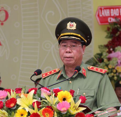 Trung doan CSCD Tay Nam Bo don nhan Huan chuong bao ve To quoc hang Ba - Anh 1