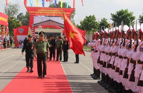 Trung doan CSCD Tay Nam Bo don nhan Huan chuong bao ve To quoc hang Ba - Anh 2