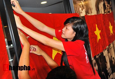 Fan nhieu cam xuc khi co vu U19 Viet Nam dau U19 Nhat Ban - Anh 2