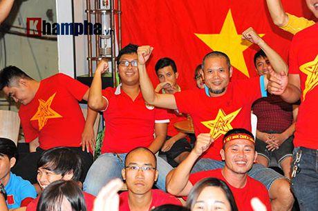 Fan nhieu cam xuc khi co vu U19 Viet Nam dau U19 Nhat Ban - Anh 6