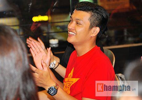 Fan nhieu cam xuc khi co vu U19 Viet Nam dau U19 Nhat Ban - Anh 8