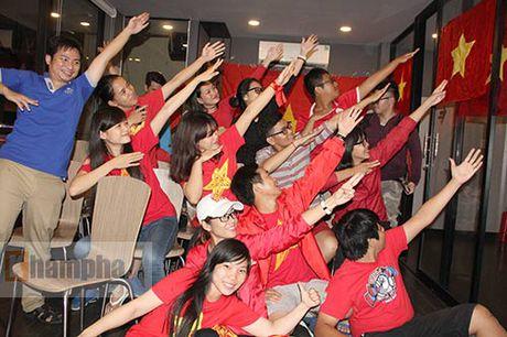 Fan nhieu cam xuc khi co vu U19 Viet Nam dau U19 Nhat Ban - Anh 9