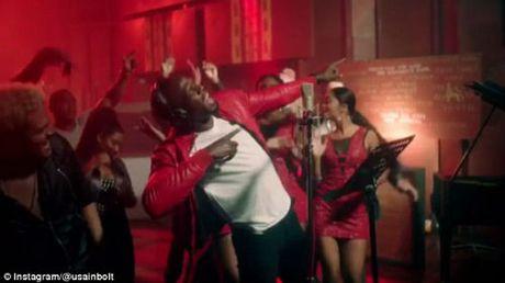 Usain Bolt tro tai ca hat khien fan bat ngo - Anh 1